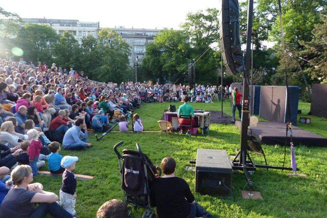 Kontroverzní inscenaci uvádí festival Divadelní svět Brno. | foto:  Divadelní svět Brno