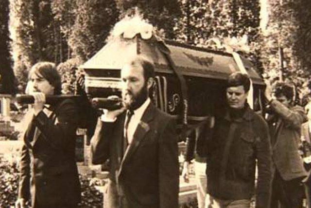 Fotografie z pohřbu Pavla Wonky