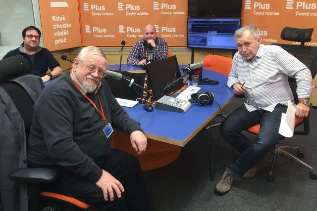 K diskuzi usedli (zleva) Petr Just, Daniel Kroupa (v popředí), Lukáš Jelínek a moderátor debaty Jan Vávra