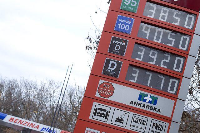 Benzínová pumpa, benzín (ilustrační foto)