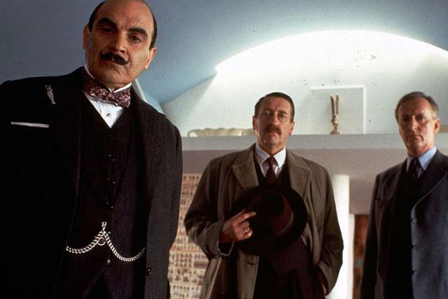 Ze seriálu Hercule Poirot: Smrt lorda Edgwara