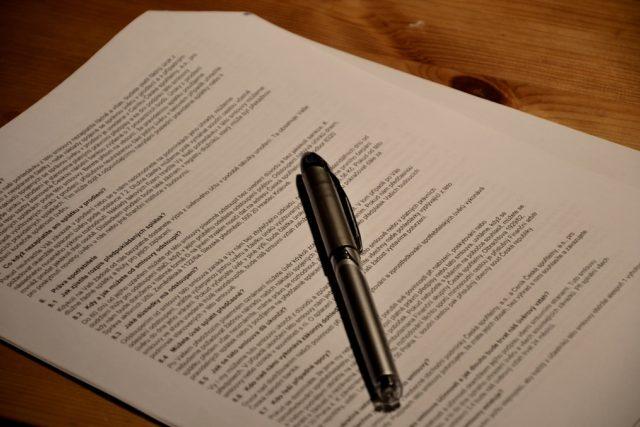 Smlouva a propiska (ilustr. foto)
