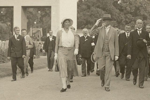 Prezident Tomáš Garrigue Masaryk při návštěvě všeobecné výstavy v Lounech  v červnu 1931, po jeho pravici dcera Alice
