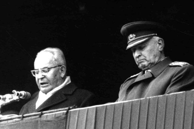 G.Husák  (a L.Svoboda) při vojenském cvičení Štít 1972 | foto: Archivní a programové fondy Českého rozhlasu