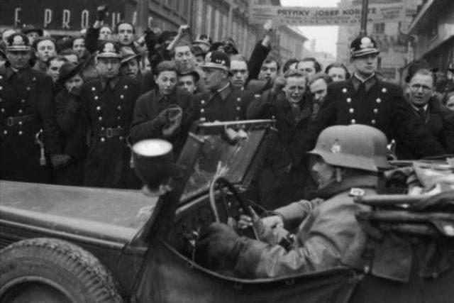 15. března 1939 přijíždějí do Prahy německé okupační jednotky a vzniká Protektorát Čechy a Morava