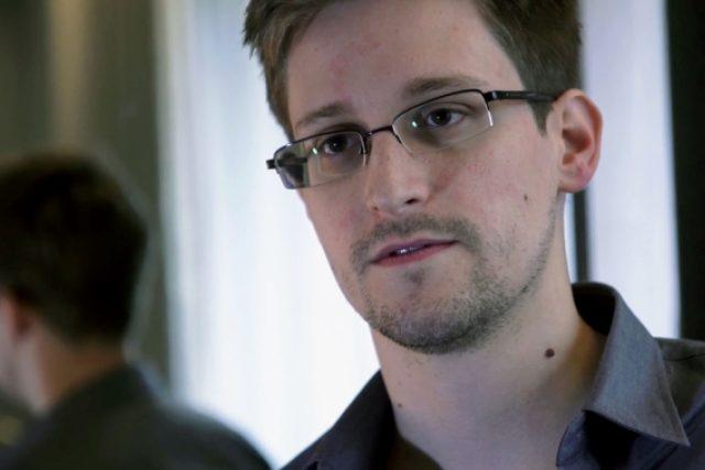 Ocenění redaktorů Guardianu a Washington Postu pochválil ze svého ruského exilu sám Edward Snowden