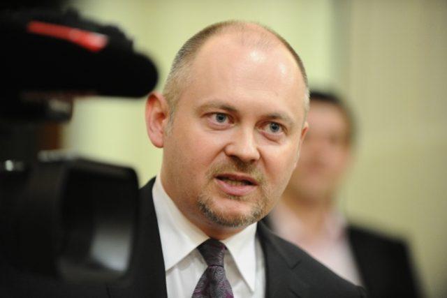Jihomoravský hejtman a poslanec ČSSD Michal Hašek vystoupil 23. dubna na mimořádné tiskové konferenci v Brně a oznámil, že se vzdává poslaneckého mandátu.