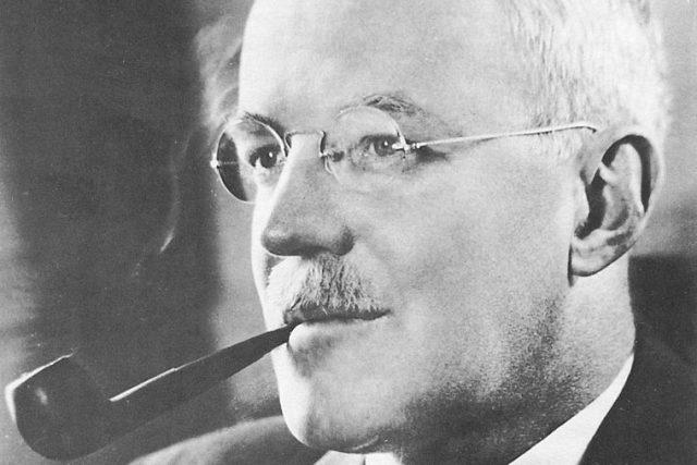 Allen Welsh Dulles. Muž, který vedl na počátku studené války americkou Ústřední zpravodajskou službu, je v Rusku prohlašován za duchovního otce zkázy Sovětského svazu