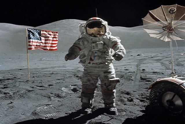 Program Apollo, který vyvrcholil přistáním člověka na Měsíci, znamenal razantní vývoj nových technologií. Každý dolar vložený do projektu se pětinásobně vrátil.