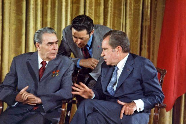 Leonid Brežněv a Richard Nixon 19. června 1973 při návštěvě sovětských lídrů ve Spojených státech