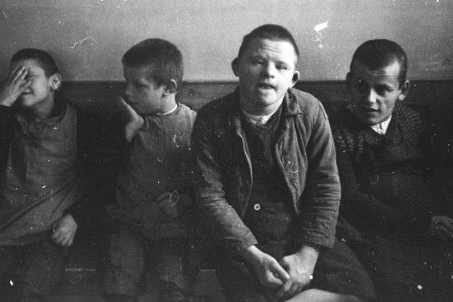 V rámci nacistického programu Akce T4 bylo, v tehdy ještě lokálních plynových komorách, zavražděno na 70.000 duševně nemocných