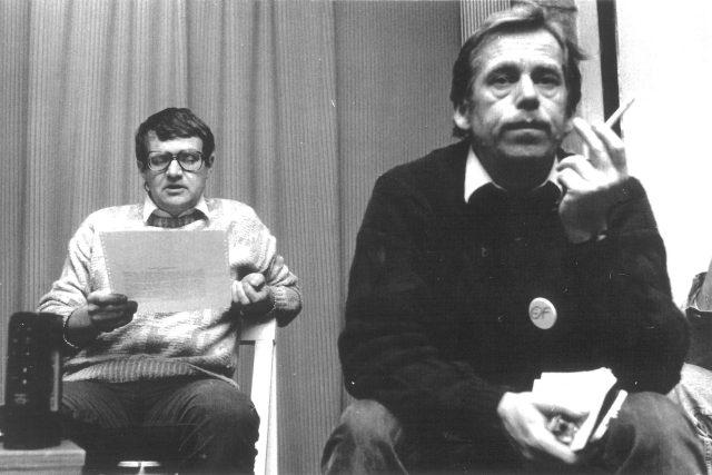 Josef Vavroušek s Václavem Havlem na přípravném výboru Občanského fóra v roce 1989