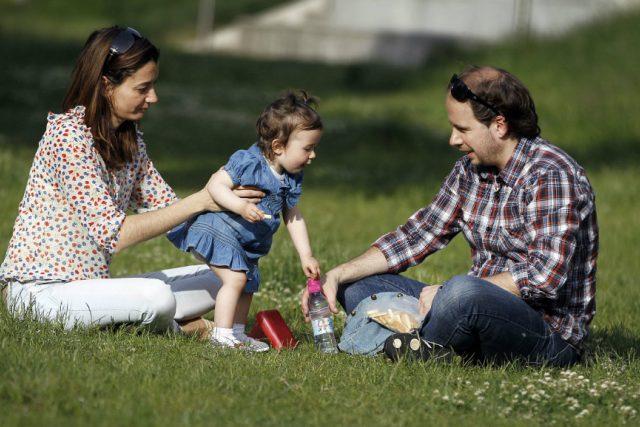 Rodiče s dítětem (ilustrační foto)