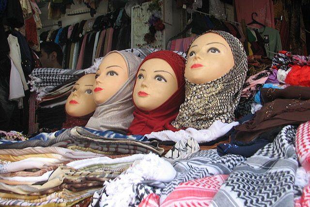 Hidžáby jsou pokrývky hlavy,  které ale nezakrývají celý obličej | foto:  Wikimedia CC BY-SA 3.0,   Orrling