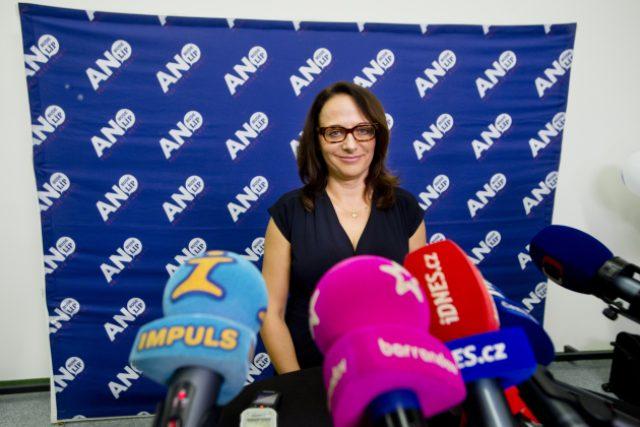 Kandidátka na pražskou primátorku Adriana Krnáčová ve volebním centru hnutí ANO v Praze, kde se 11. října očekávaly výsledky komunálních a senátních voleb