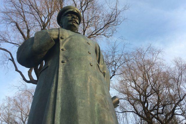Čtyřmetrový Stalin v typické póze býval kdysi reformátorem Martinem Lutherem