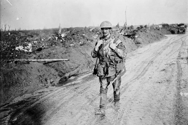 Kanadský voják na západní frontě ve Francii,  březen 1917   foto: zdroj: Library and Archives Canada