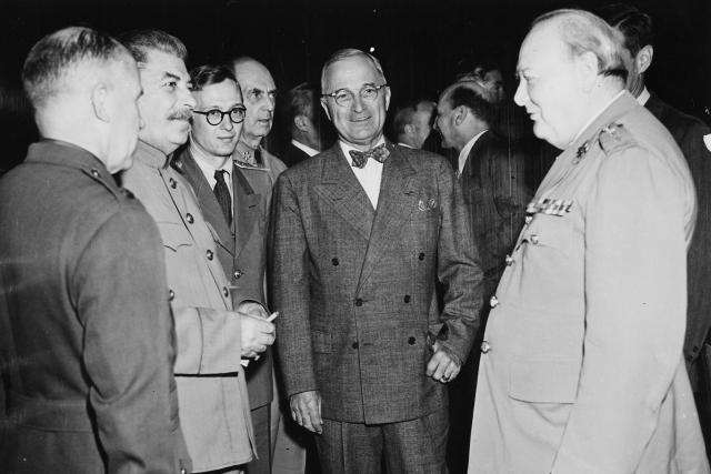 Konference v Postupimi v roce 1945. Zleva Josef Stalin, Harry S. Truman, Winston Churchill