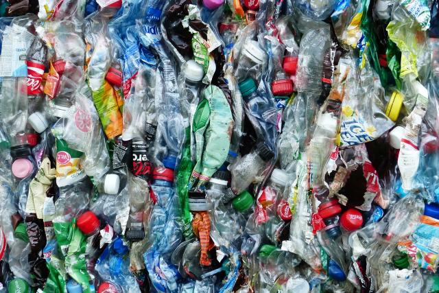 Plastové lahve - odpad