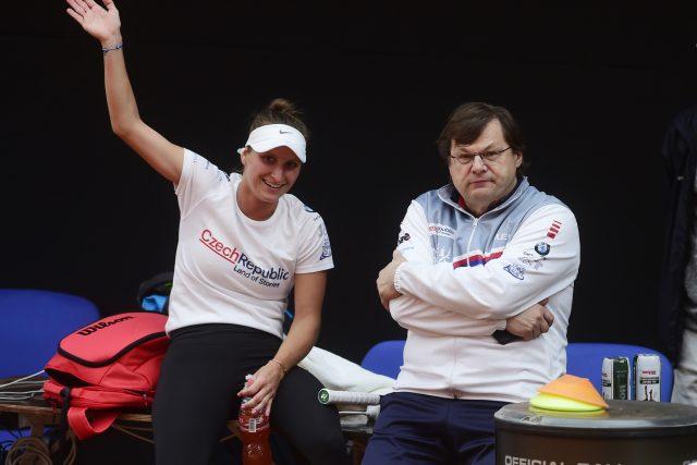 Vlastimil Voráček,  lékař,  který byl jako první pozitivní z českého speciálu na olympijské hry v Tokiu  (archivní foto ze 17. dubna 2021 s tenistkou Markétou Vondroušovou) | foto: Luděk Peřina,  Fotobanka ČTK