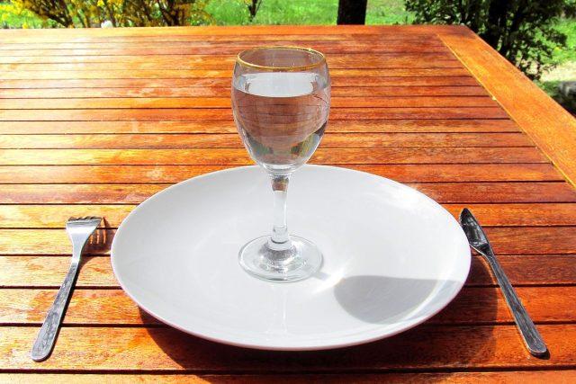 K jídlu? S klenice vody