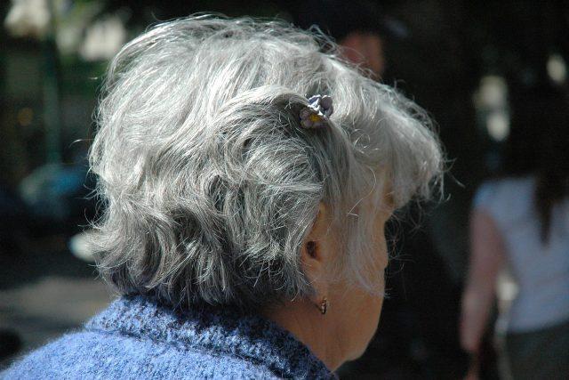 Seniorka, důchodkyně, stará žena