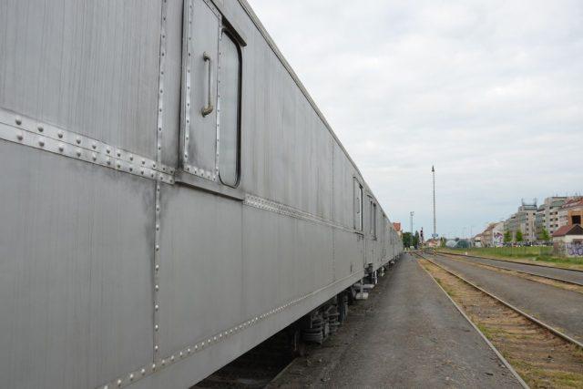 Protidrogový vlak na nádraží v Dejvicích