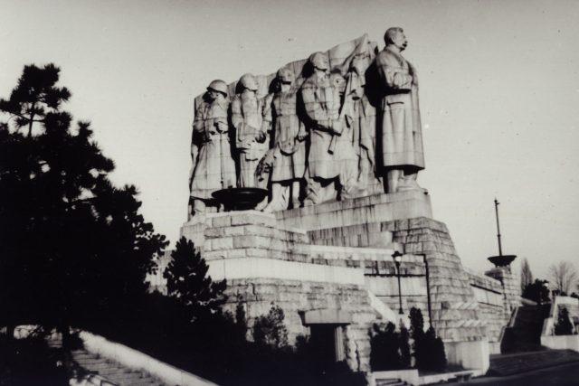 Sousoší Stalin na Letné (foto Miroslav Vopata)