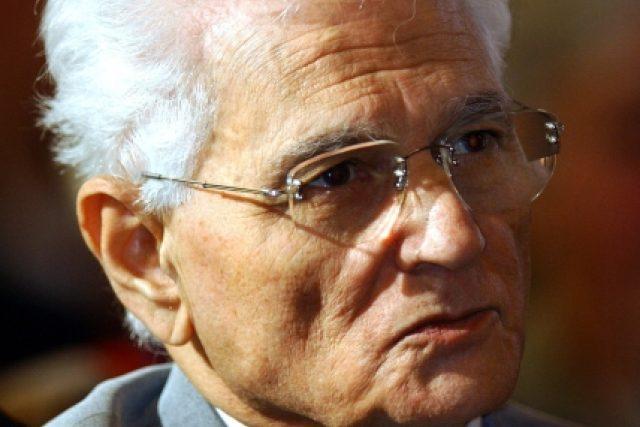 Podle příznivců jeden z největších filozofů 20. století, podle odpůrců nefalšovaný šarlatán Jacques Derrida