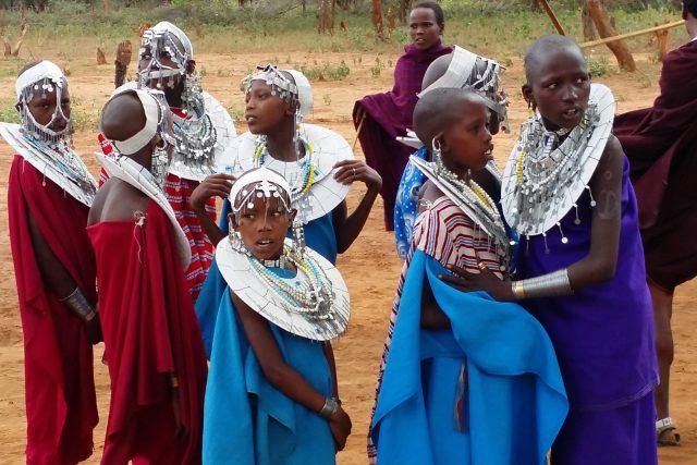 Tančící masajské dívky | foto: Jan Prokeš