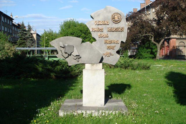 Pomník v Karviné připomíná vojenské tábory nucených prací v éře komunistického Československa