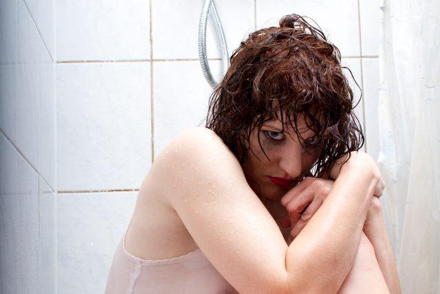 Zbitá žena - zbitá dívka - postkoitální deprese