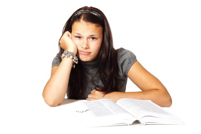 """Jako """"bore-out"""" označují psychologové chorobnou nudu a nedostatek činnosti. Symptomy tohoto onemocnění se velmi podobají """"vyhoření"""" a nejsou o nic méně závažné"""