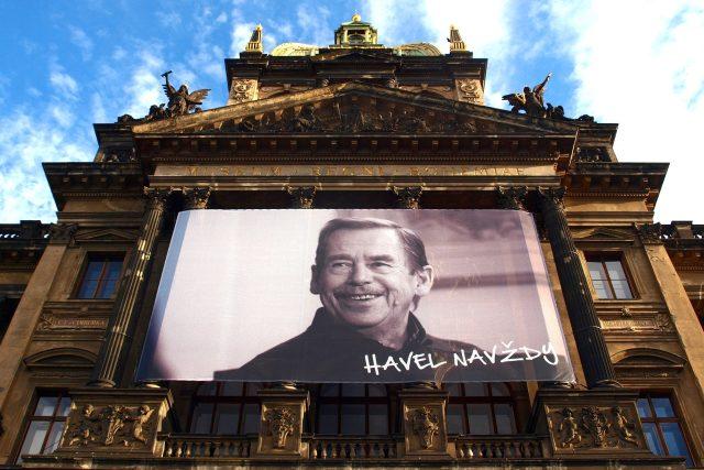 Havel navždy. Plakát na budově Národního muzea