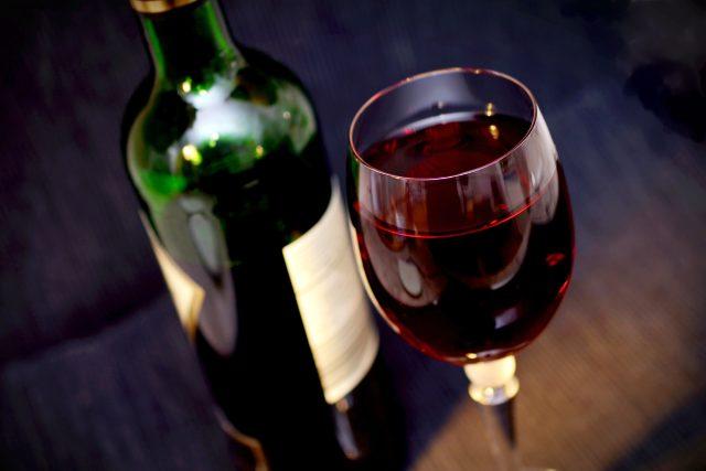 červené víno, sklenice vína, láhev vína