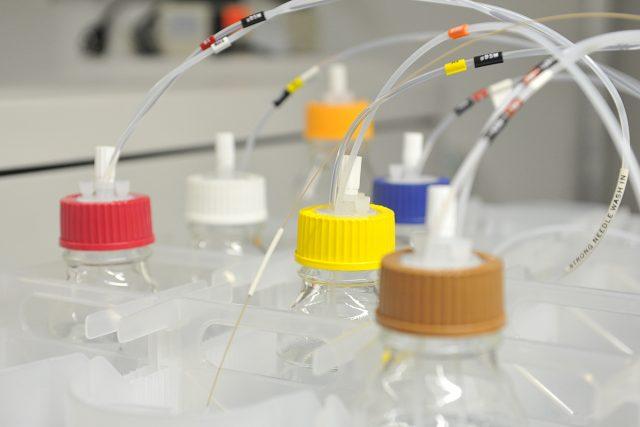 Ústav organické chemie a biochemie Akademie věd, laboratoř
