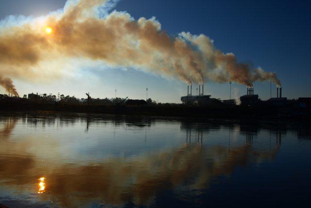 Kouřící továrna - z nečištění - globální oteplování