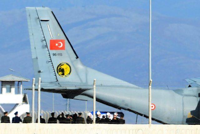 Podle Ankary Rusové porušili vzdušný prostor Turecka a navíc byli před střelbou varováni.
