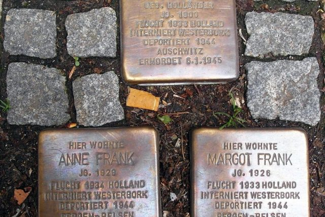 Kameny zmizelých (Stolpersteine) na památku rodiny Anne Frankové