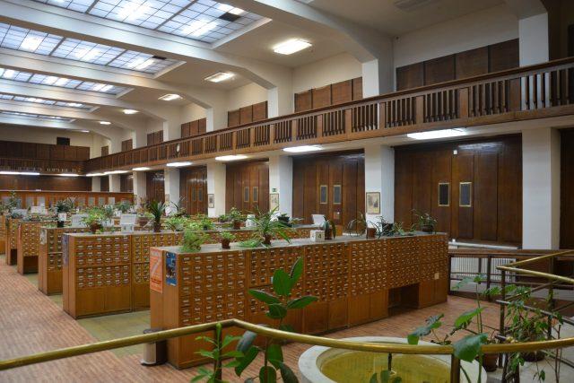 Národní knihovna sídlí v Klementinu, čtenářem se může stát každý občan starší 15 let