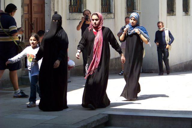 Zahalování, islám, muslimka, burka