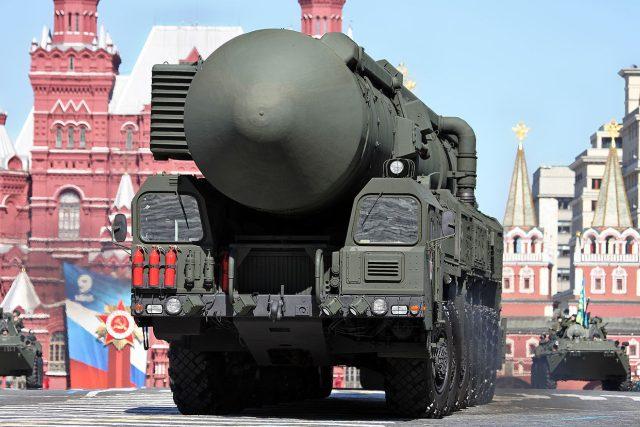 """Putin nedávno v televizi řekl, že """"ruské jaderné zbraně mohou zasáhnout celý svět a nadzvukové rakety Avangard dokážou zničit území velikosti Texasu či Francie"""". Podle Putina za to mohou Spojené státy"""