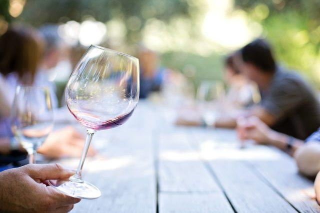 Sklenička, víno, ochutnávka vín (ilustrační foto)