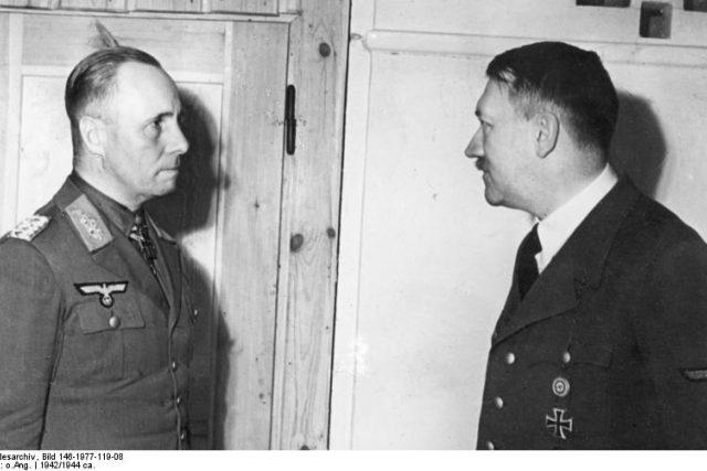 Erwin Rommel a Adolf Hitler   foto:  CC BY-SA 3.0,   BArchBot