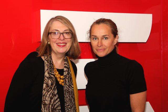 Irena Edwards a Lucie Výborná ve studiu Radiožurnálu