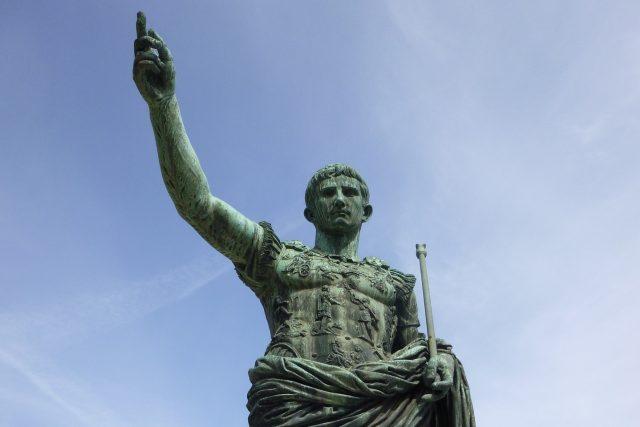 Socha Julia Caesara v Římě