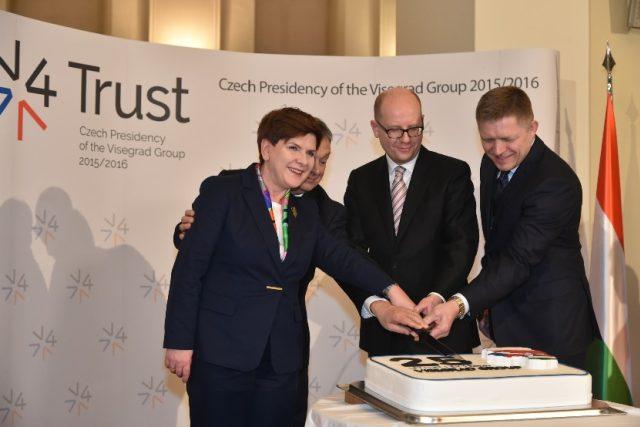 Premiéři zemí Visegrádské skupiny si v pondělí 15. února 2016 připomněli významné výročí 25 let od začátku úzké spolupráce.