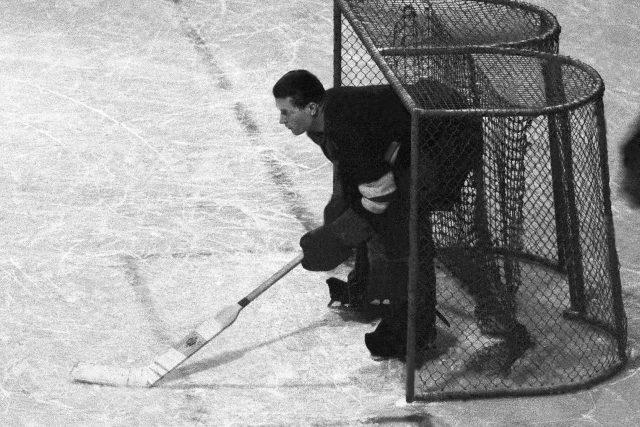 Brankář Bohumil (Boža) Modrý na Mistrovství světa 1947 v Praze, zápas ČSR-Belgie.