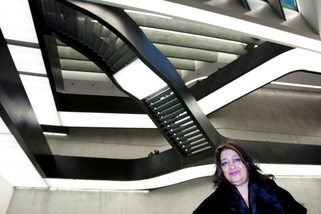 Britská architektka iráckého původu Zaha Hadid  v muzeu současného umění a architektury v Římě v roce 2009 | foto: Reuters