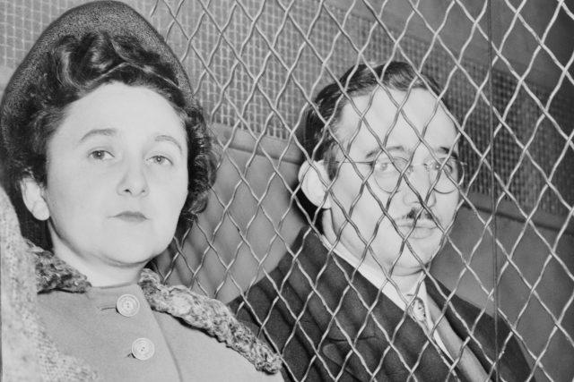 Julius a Ethel Rosenbergovi u soudu